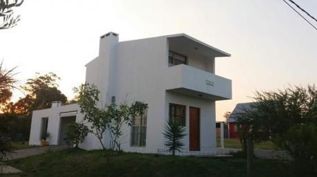 Casa 4 Ambientes, 2 Baños, Garage Y Barbacoa Techada