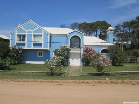 Casa Sultana  Entre Montoya  Y Manantiales 100 Mts Mar Victoria Y Explorador