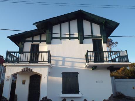 Casa Frente Al Mar, Jardín Con Parrillero Y Sombra.