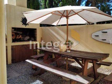 Manantiales, 4 Ambientes En Dos Plantas, Parrillero, Cochera.