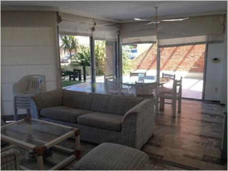Playa Brava, 4 Ambientes Tipo Casa, Con Amplia Terraza Y Parillero
