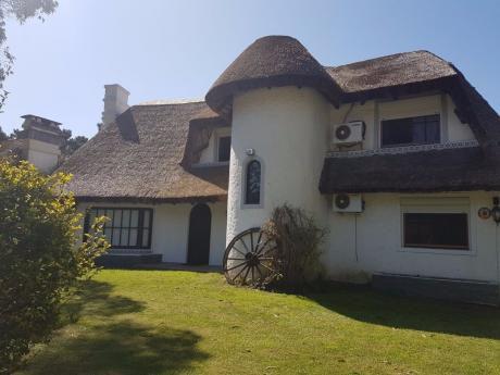 Casa En Pinares Con Piscina Climatizada. Disponible A Partir Del 25 De Febrero