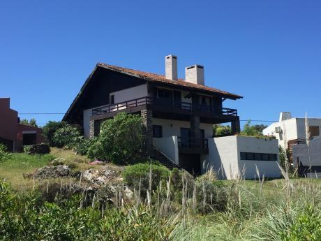 Hermosa Casa Frente A La Playa De Punta Colorada.