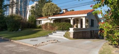 Estupenda E Iluminada Casa  En Alquiler O Venta En  Punta Del Este  !!