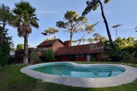 Excelente Casa Playa Mansa + 4 Dormitorios + Pisicina