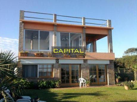 Excelente Casa En La Juanita - Primera Línea Del Mar
