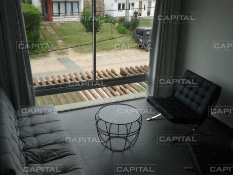Apartamento De Dos Dormitorios En Manantiales - Parrillero Propio