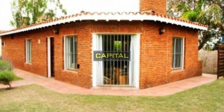 Muy Linda Y Cómoda Casa En Pleno Centro De La Barra