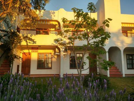 Luminoso Apartamento En Alquiler - Proa Al Mar/ Playa Hermosa