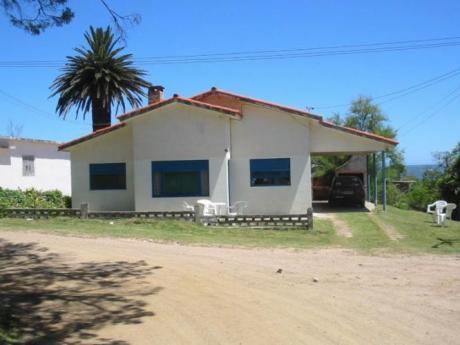 Casa De Persianas Azules, Tejas Rojas,