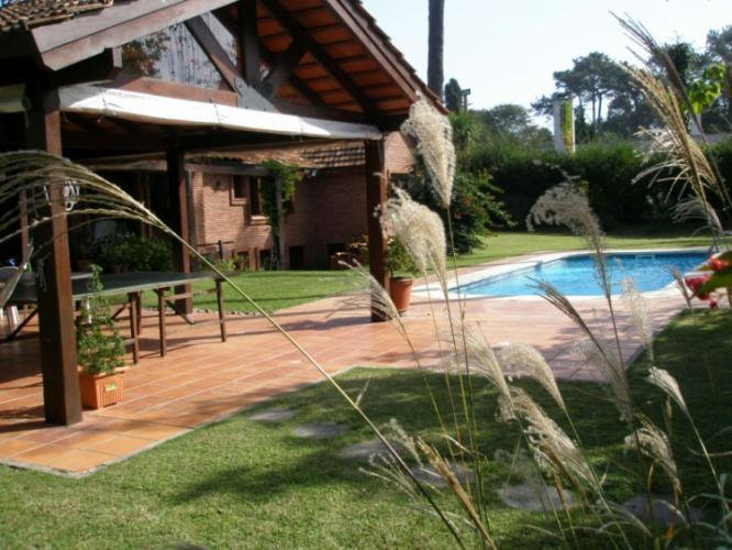 Espectacular casa con piscina climatizada casa en alquiler en punta del este - Alquiler casa con piscina climatizada ...