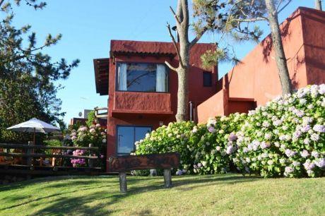 Casas Rojas  Mini Complejo De Alquiler A 100 Mts  Playa