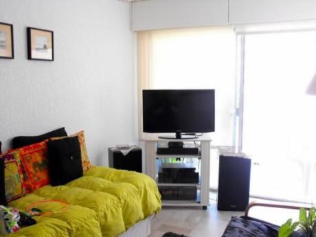 Apartamento / Alquiler / Punta Del Este / 800 La   Semana  De Turismos