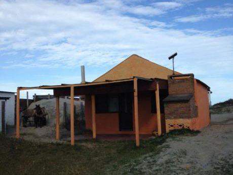 Excelente Casa En Barra De Valizas, Vista Al Mar P/5 Personas
