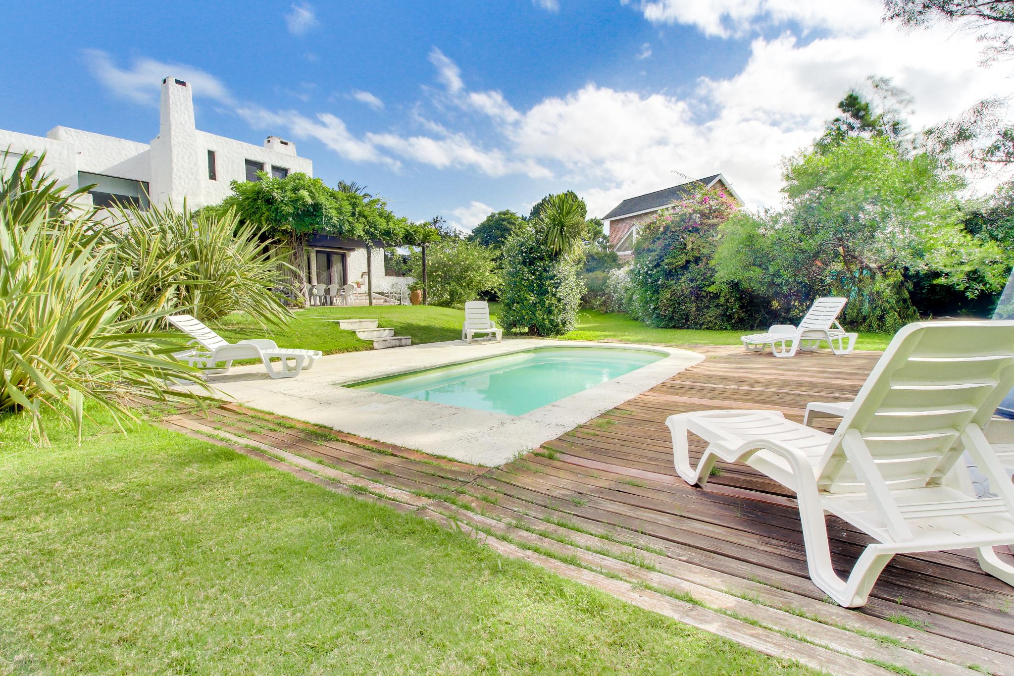 Casa grande dog friendly piscina privada f tima casa en for Alquiler de casa con piscina en sevilla fin de semana