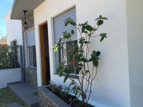 Hermosa Casa En Piriapolis