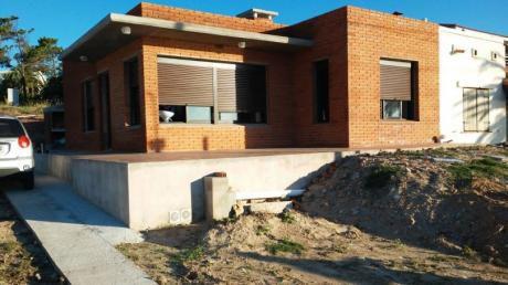 Dueño Alquila Casa En Punta Fría (frente Al Mar)