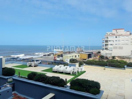 Oportunidad En La Península ,frente Al Mar! Apartamento De Tres Dormitorios, Living Comedor Con Terraza Y Vista