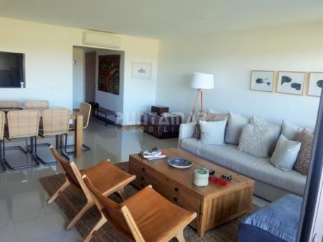 Divino Apartamento Frente Al Mar , Tres Suite Con Salida A Terraza Propia , Amplio Living Comedor, Amenitis Muy Completos Ofrece El Edificio.