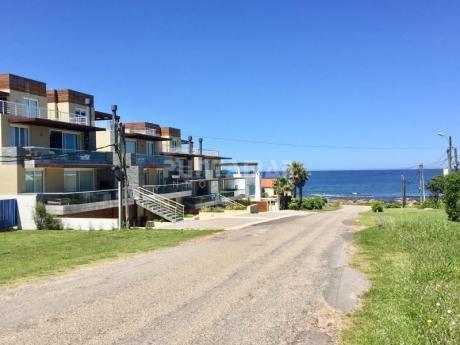 Divino Apartamento Con Terraza Y Parrillero , Muy Cerca Del Mar , Bien Equipado , Son Dos Dormitorios Y Dos Baños.