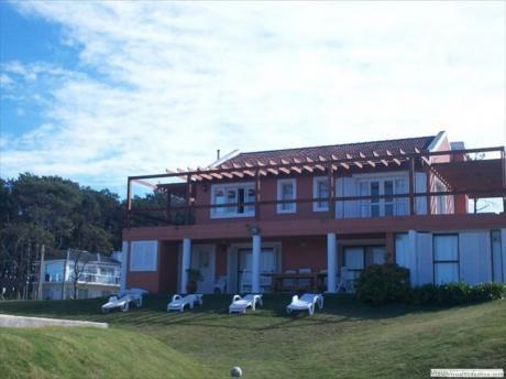 Casa Ariana Entre  Montoya Y Manantiales 100 Mts Mar Victoria Y Explorador