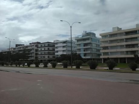 Apartamento Punta Del Este Parada 9 Frente A Playa Mansa