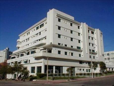 Apartamento En Península, Punta Del Este. Media Cuadra De La Mansa