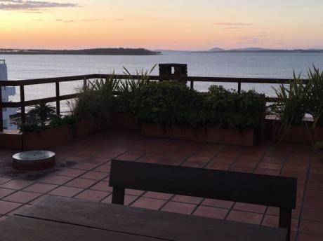 Apartamento Dúplex  En La Península Con Magnífica Vista A La Bahía