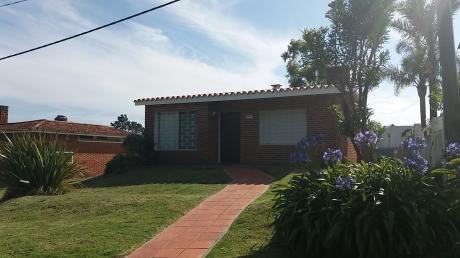 """Casa """"amistad"""", A Dos Cuadras De La Playa, Con Vista Al Mar."""