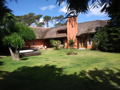 Amplia Casa Alquiler Temp/ Invierno B Resid Parque/ Reuniones Puede Inc Serv.