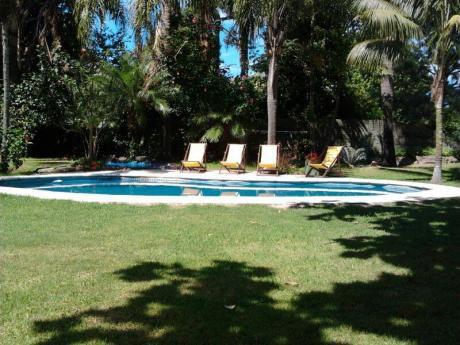 Muy Buena Casa En Playa Mansa, Con Piscina, Terreno Cercado,