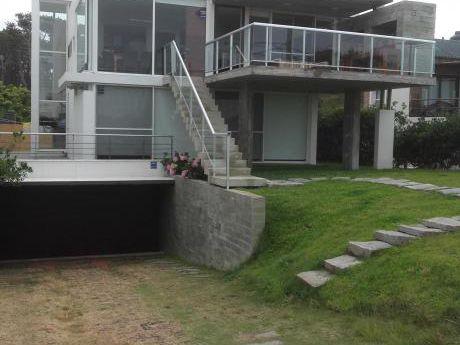 Casa En Jose Ignacio, Maldonado  Para 10 Personas Mas Dependencias De Servicio