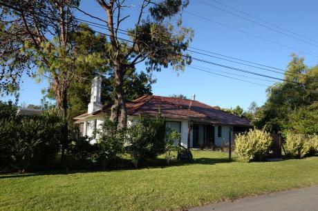 Casa Las Libres Se Encuentra En Un Barrio Parque De Punta Del Este.