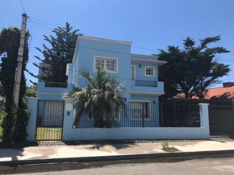 Preciosa Casa En Parada 5 De La Mansa A 150 Metros Del Mar.