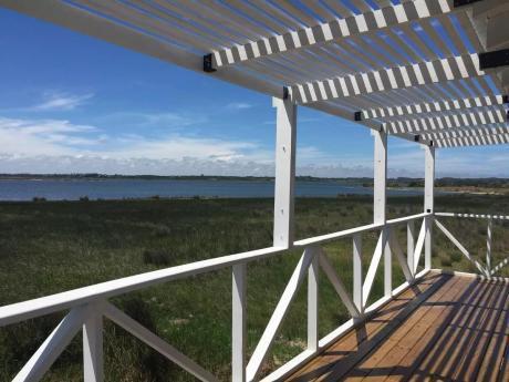 Casa Sobre Laguna José Ignacio