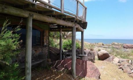 Casa De Piedra Y Madera