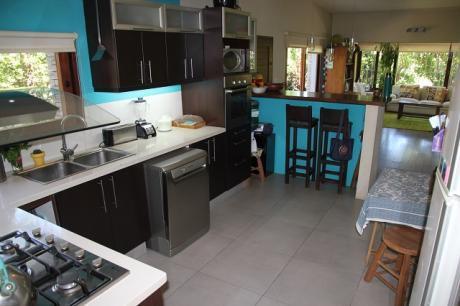 Casa Ideal Para Familias Con Mascotas, A 5 Cuadras De La Playa.