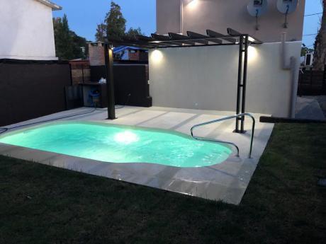 Lujosa Casa  A Estrenar Con Piscina En Playa Grande