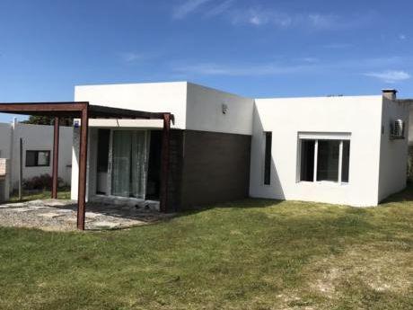 Hermosa Casa En Punta Colorada A 1 Cuadra De La Playa - A Estrenar.
