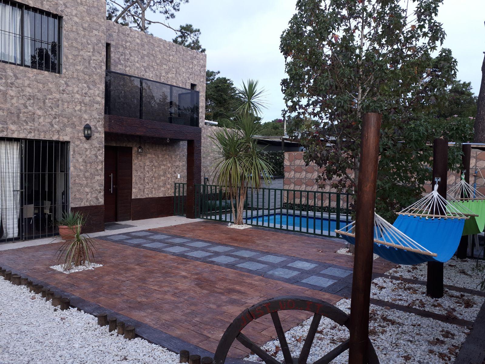 Alquiler casa punta del este con piscina y jacuzzi casa for Alquiler casa con piscina agosto