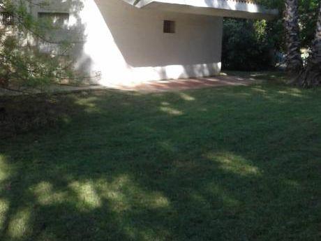 Casa Con Precioso Jardín Y Cerca De La Playa