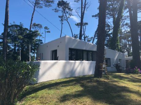 Hermosa Casa A Dos Cuadras De La Playa En Pinares