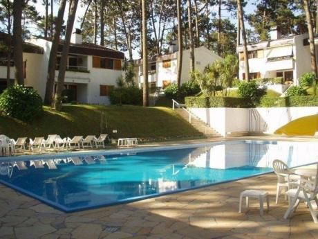 Apartamento En Punta Del Este Con Piscina.
